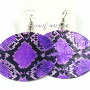 Jewelry - 2/$25 if bundled~~Snakeskin Earrings